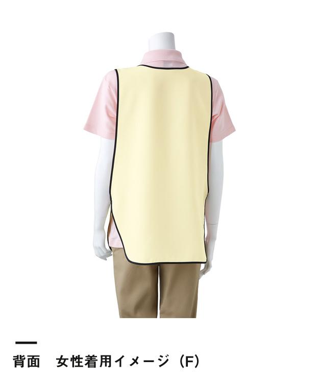 かぶりなエプロン(TAN-421)背面 女性着用イメージ(F)
