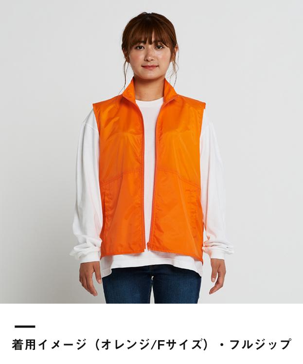 ベーシックカラーベスト(00008-NEV)着用イメージ(オレンジ/Fサイズ)・フルジップ